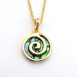 Paua-Abalone-Muschel-goldfarbene-Metallspirale-Kettenanhnger-Kette-aus-Neuseeland-0