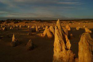 Eine spitzen Wüste mit Spitzen – Pinnacles Desert