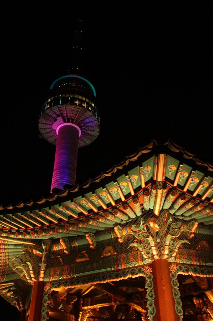 N Seoul Tower nachts