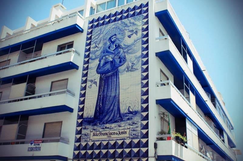Azulejos in Faro an einer Hauswand