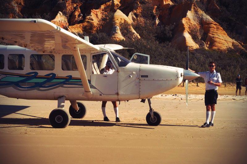 Flugzeug auf dem Seventy Five Mile Beach Fraser Island