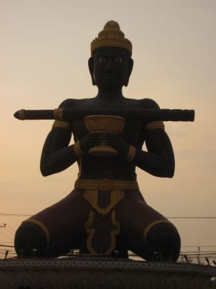 Batambang statue auf Kreuzung