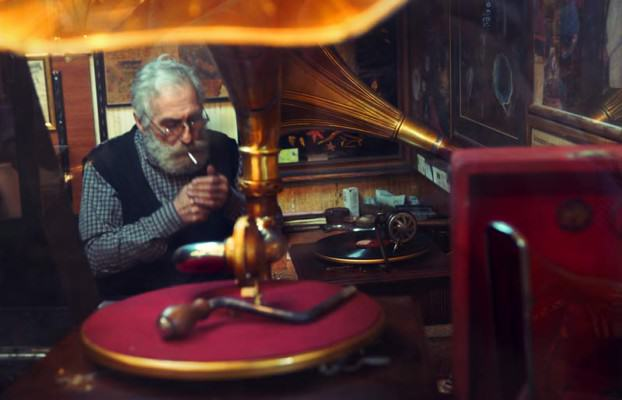 Alter Mann auf dem großen Basar in Istanbul