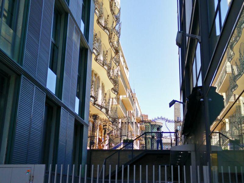 hinterer Balkon eines Gaudi-Gebäudes