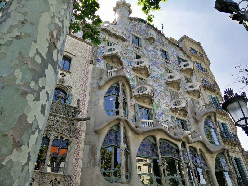 Balkon eines Gaudi-Gebäudes