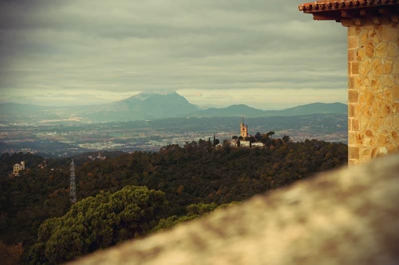 Ausblick aufs Hinterland von Barcelona vom Tibidabo