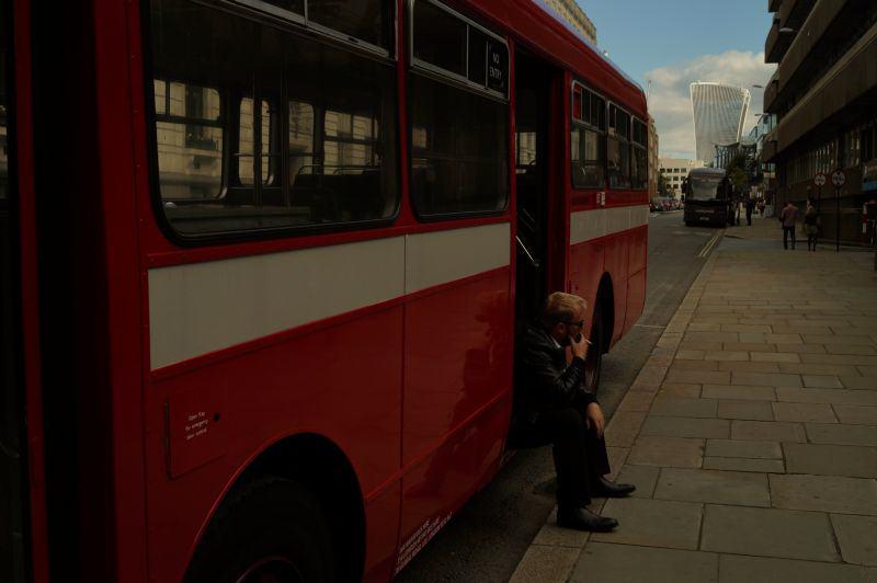London Busfahrer macht Pause
