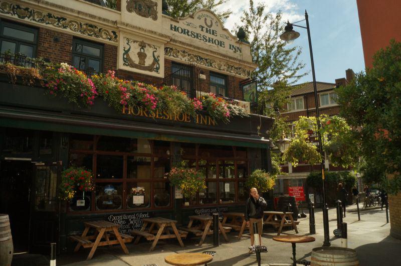 Pubempfehlung: Der typisch britische Pub The Horseshoe Inn befindet sich in der Nähe des The Shard und wirkt wie ein kleiner Juwel mitten in der Großstadt.