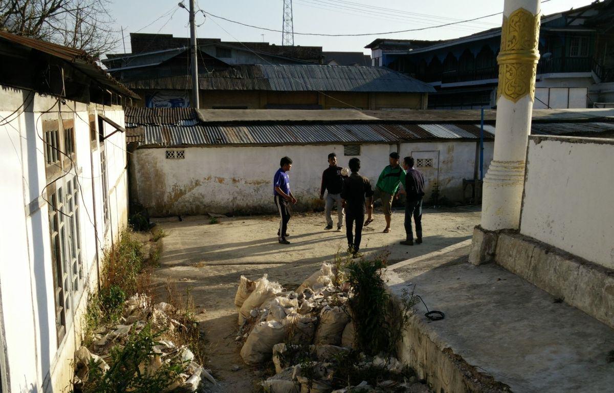 Jugendliche in Kalaw spielen Chinlone