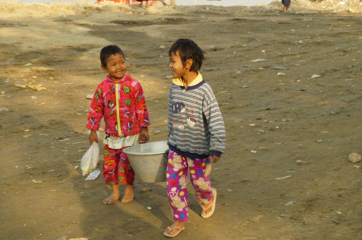 Lachende Kinder am Ayarwaddy Fluss in Mandalay