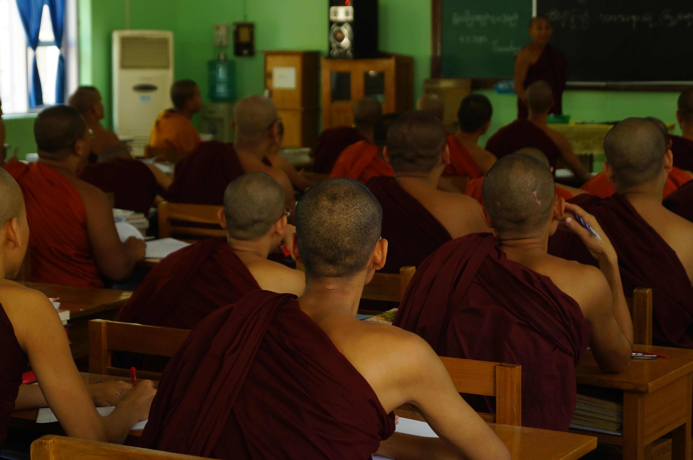 Mönche in Mandalay in Myanmar in einer buddhistischen Schule
