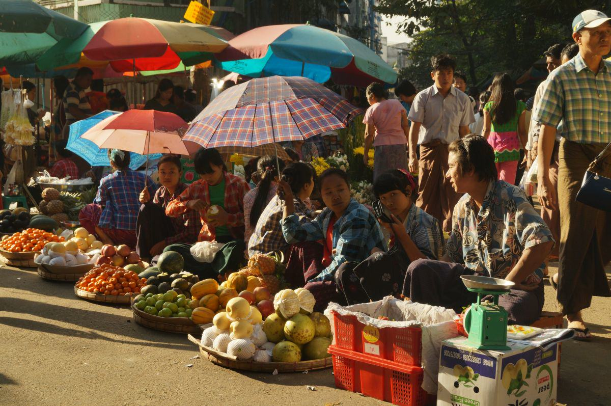 Straßenmarkt in Yangon