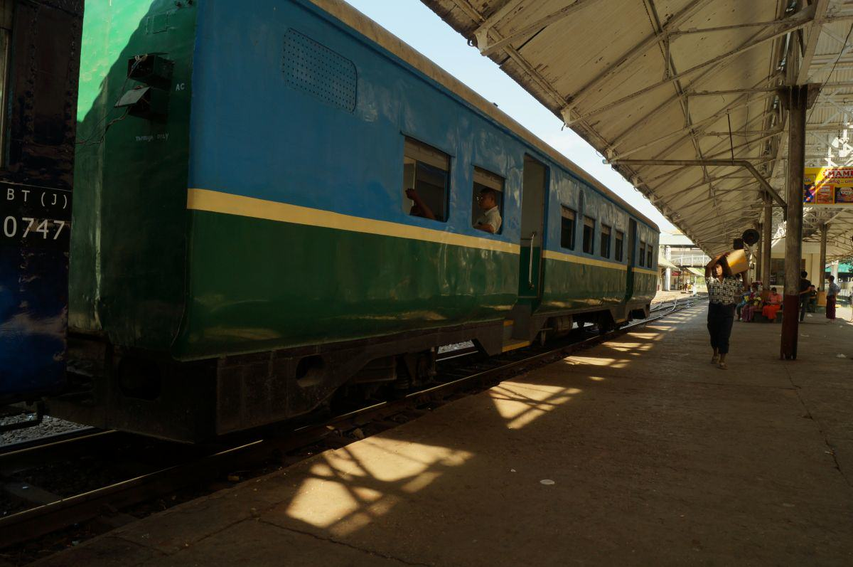 Der Circular Train in Yangon