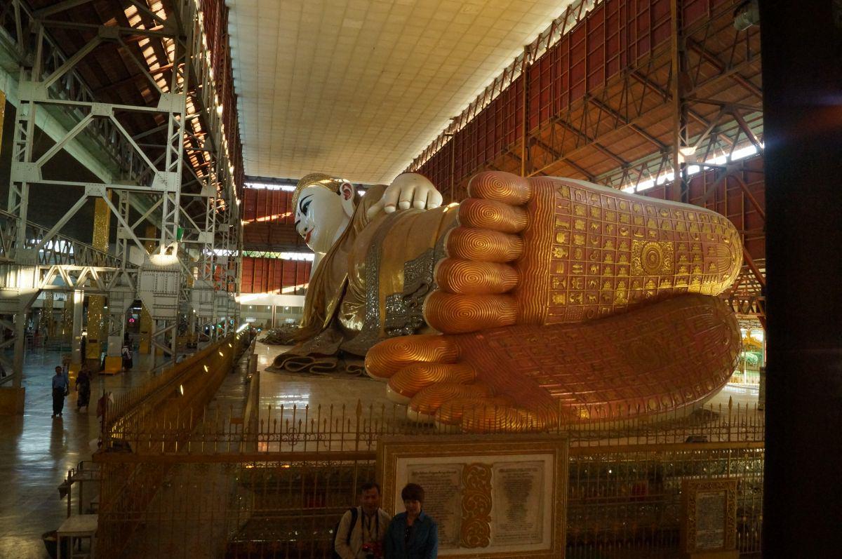 Yangon liegender Buddha Statue