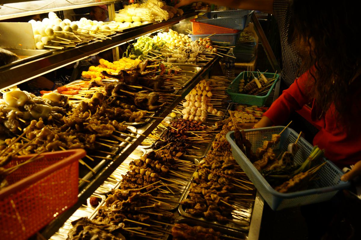yangon chinatown barbeque spiesse