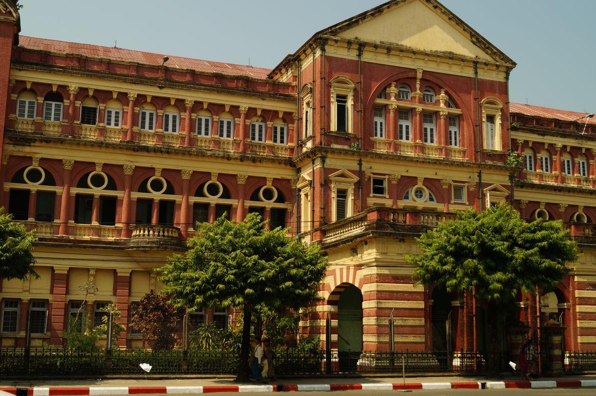 Das Gebäude des Gerichtshof in Yangon