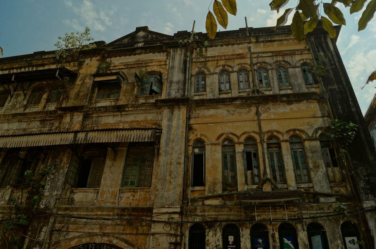 Altes Kolonialgebäude in Yangon Myanmar