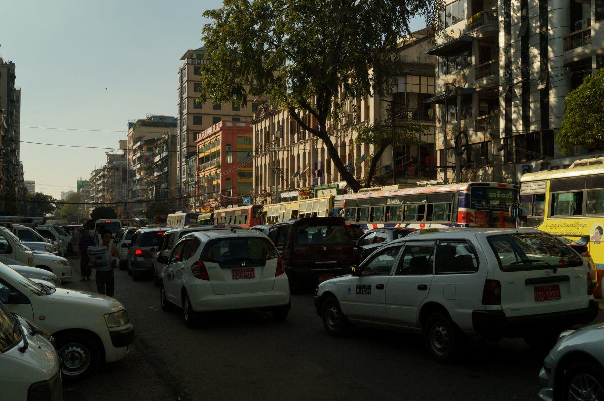 Straße in Yangon