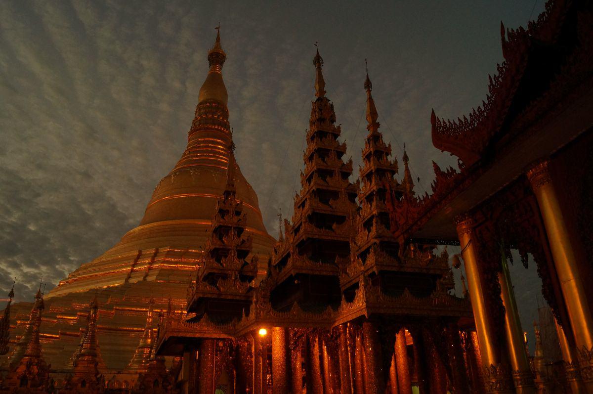 yangon shwedagon pagode morgens