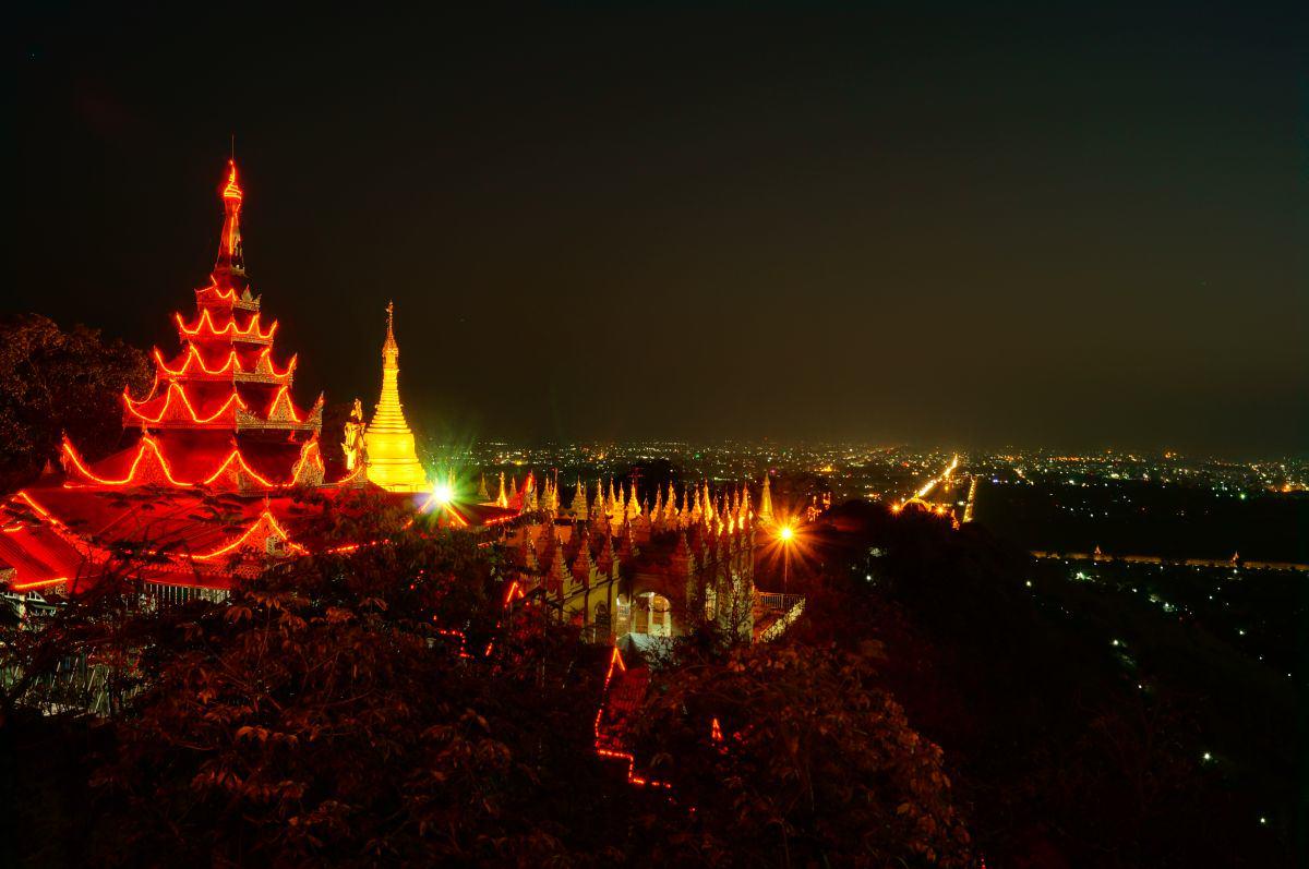 Ausblick auf Mandalay bei Nacht vom Mandalay Hill