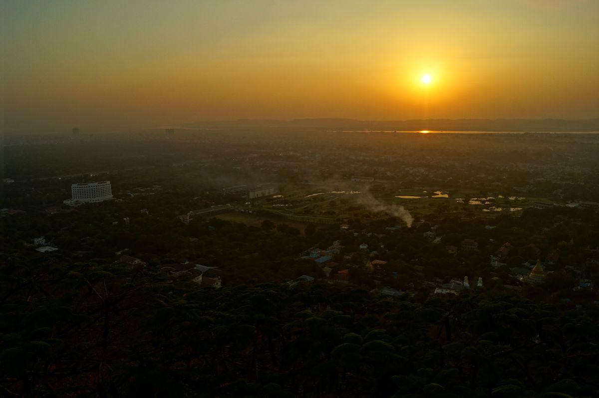 Sonnenuntergang am Mandalay Hill