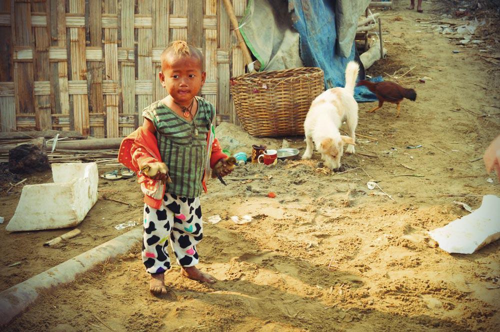 kleines Kind am Ayeyarwady
