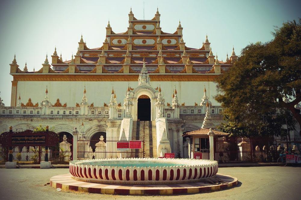 Atumashi Kloster von außen in Mandalay