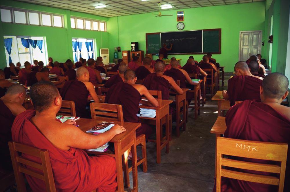 Mönche im Klassenzimmer