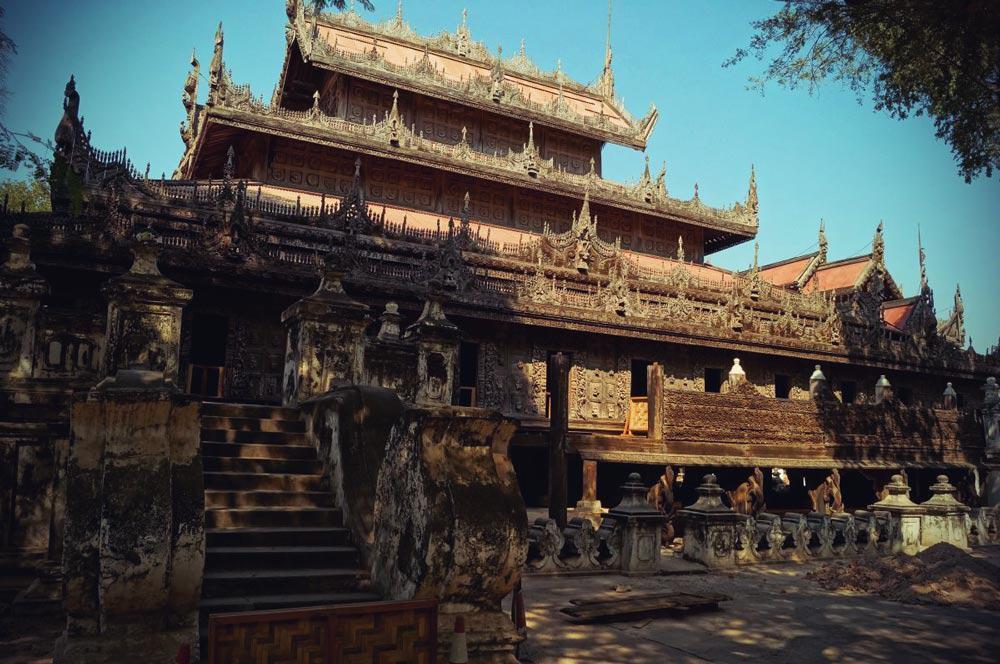 Shwenandaw Kloster in Mandalay