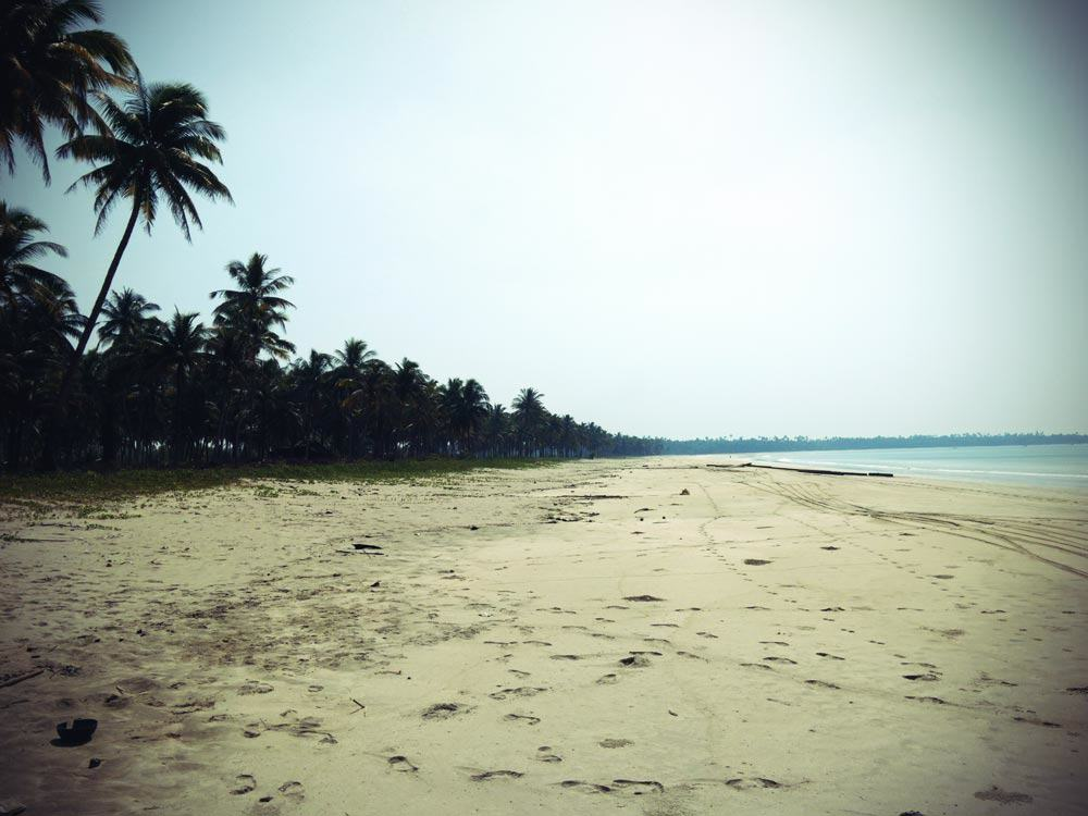 einsamer Strandabschnit am Ngwe Saung Beach
