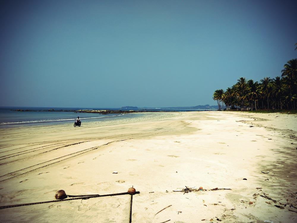 Einsamer Strand am Ngwe Saung Beach