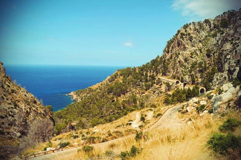 Landstraße entlang Mallorca Westküste