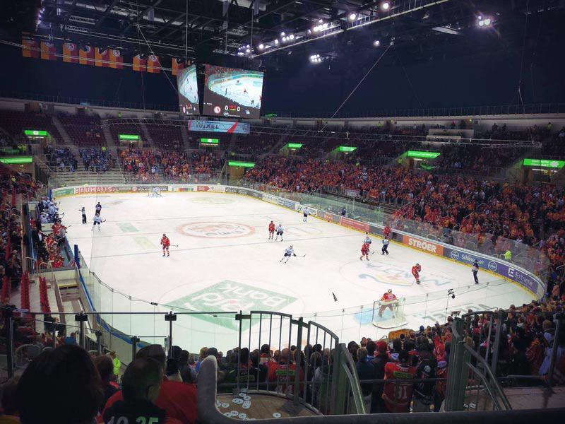 Eishockeyspiel DEG vs Schwaningen im ISS-Dome