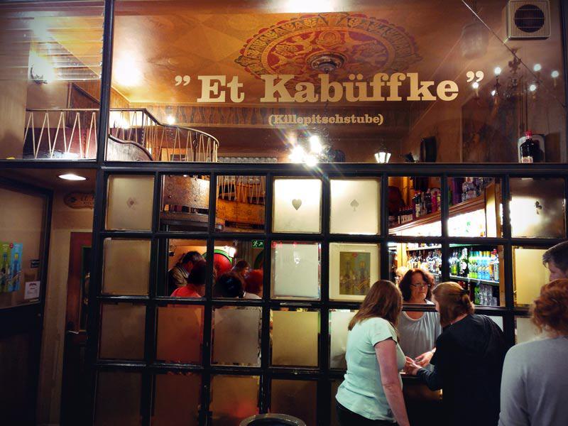Killepitsch Trinken im Kabüffke in Düsseldorf