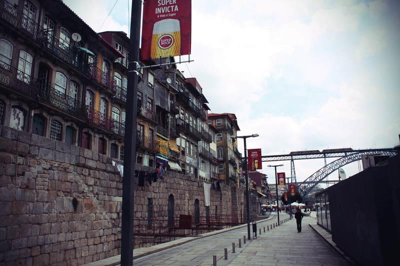 Ribeira Altstadt am Ufer des Douro in Porto.