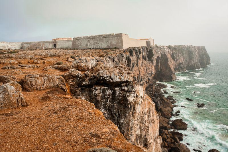 Die rauhe Küste am Fortaleza de Sagres.