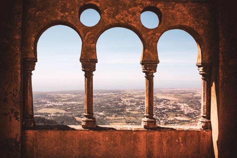 Blick auf die Atlantikküste vom Nationalpalast Pena in Sintra