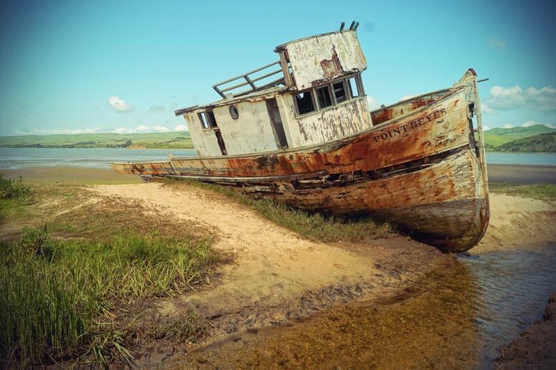 Roadtrip Kalifornien gestrandetes Boot im Point Reyes Nationalpark