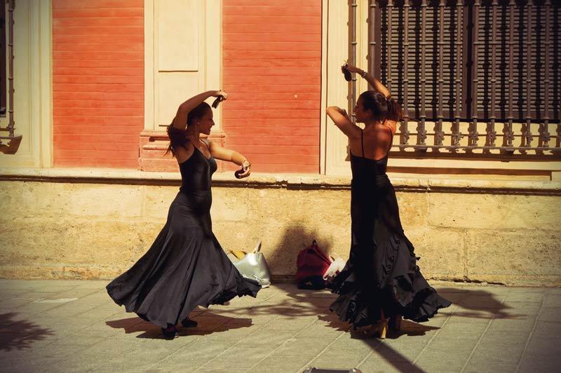 zwei Flamenco Tänzerinnen in Sevilla