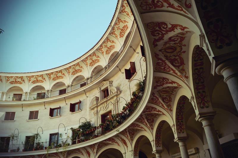 Malerisches Gebäude am Plaza del Cabildo in Sevilla