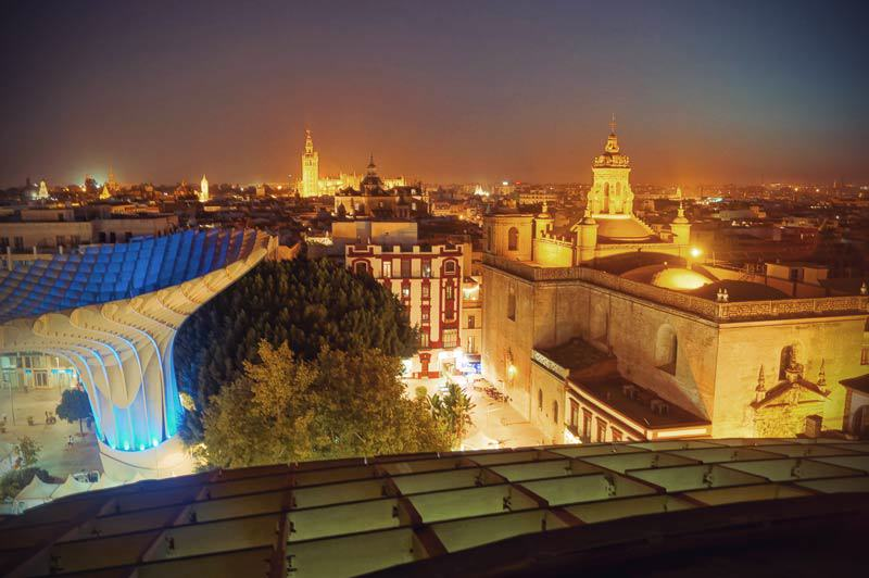 Blick vom Metropol Parasol auf La Giralda in Sevilla