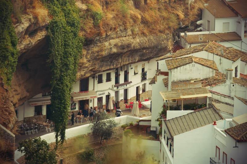 Restaurants unterm Stein in Setenil de las bodegas