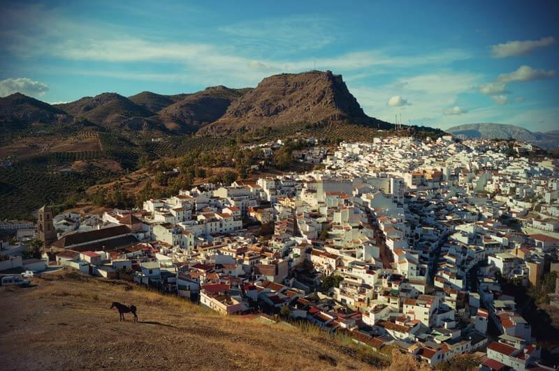 Álora von oben in Andalusien