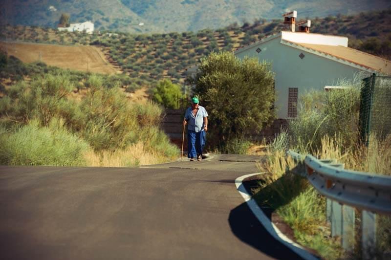 einsamer Wanderer in Andalusien