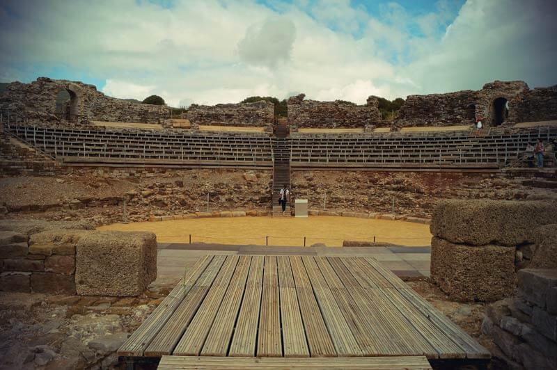 Das römische Theater in Bolonia