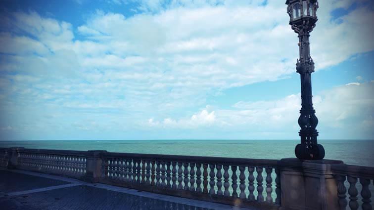 Blick über das Meer in Cadiz