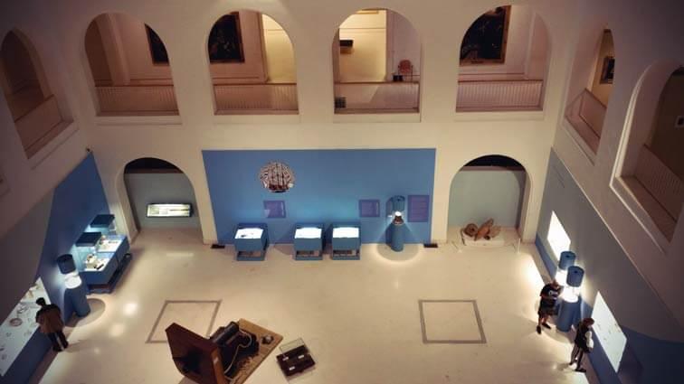 Große Halle im Museum von Cadiz
