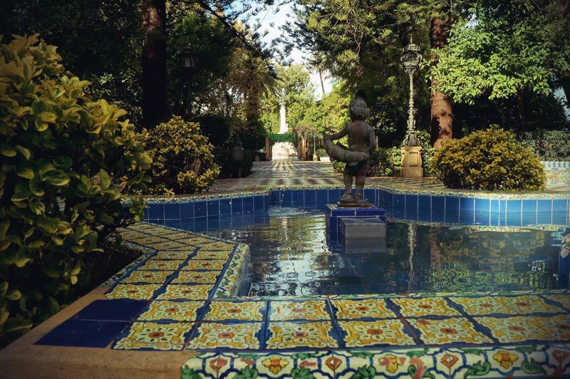 Cádiz idyllischer Park mit Brunnen.