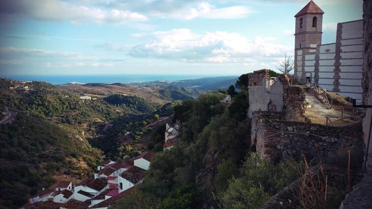 Blick vom Dorf Casares aufs Meer