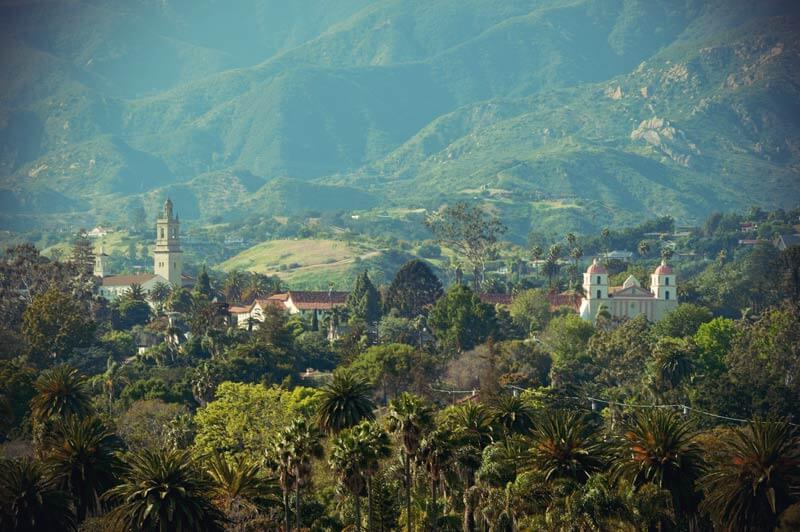 Mission Santa Barbara aus der Distanz